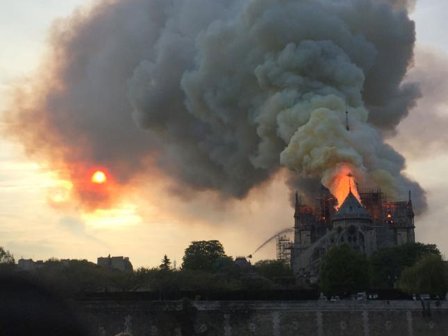 Notre_Dame_fire_2_-_GettyImages_645_484_75